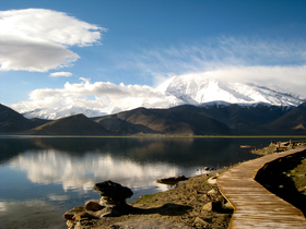 Gutman_Karakul_lake