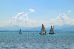 sailing-vessel-372538